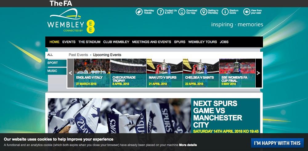 Wembley: Cookies-Erklärung in der Fußzeile als Beispiel für aktive Nutzereinwilligung